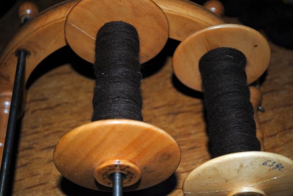 filage; bobines prêtes pour le retors à deux brins